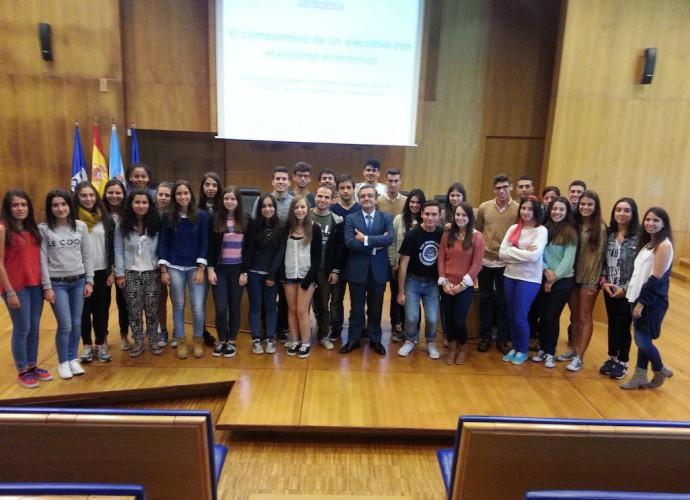 Juan Güell con los alumnos del doble grado